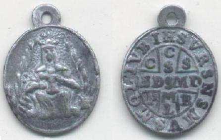 Antigua medalla-cruz de San Benito, asociada a una imagen de la Virgen ...