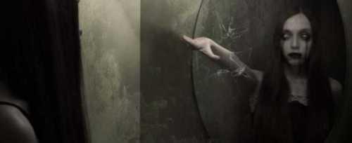 aterradoras-presencias-espejos